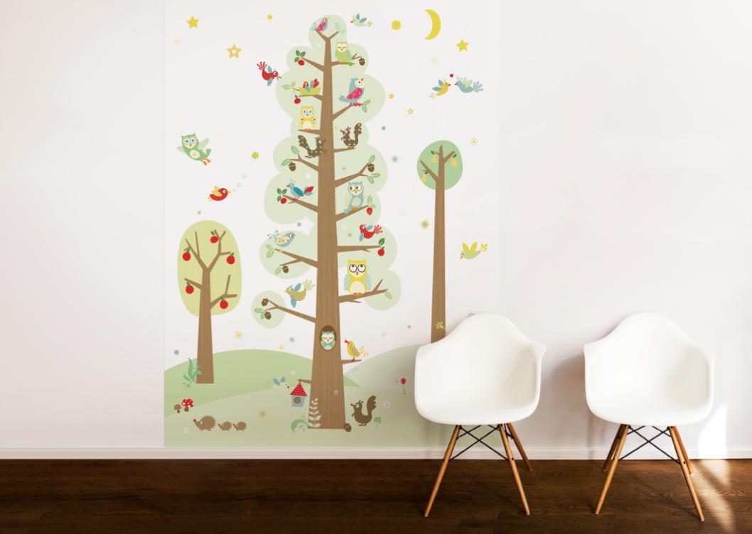 """Das Tapetenwandbild """"Funny Forest"""" in den Maßen 186 x 270 cm besteht aus vier Bahnen und kostet 199 €."""